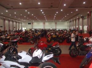 Penampakan di dalam... Ducati menguasai, walaupun ada motor-motor lainnya...
