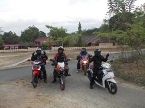 Di depan SD Sendangsari...