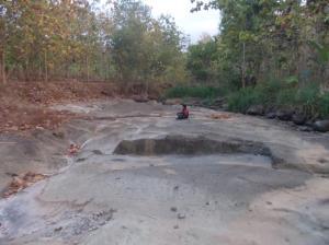 Dasaran sungai dari batu alam...