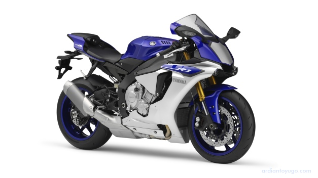 2015 Yamaha YZF R1 (1)