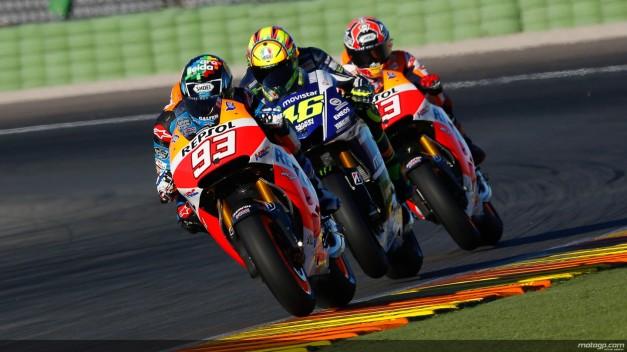 Rossi dikepung duo Marquez...