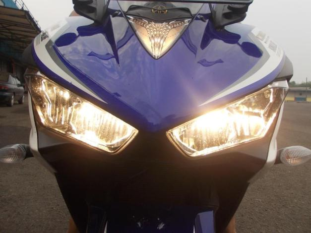 Headlamp ketika lampu jauh menyala...