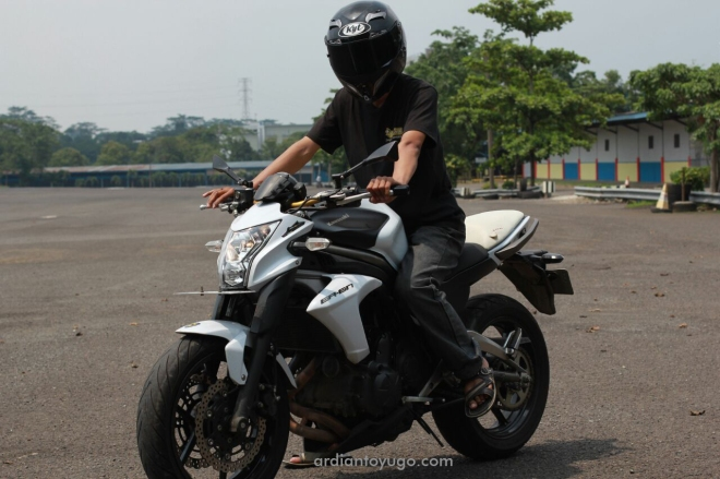 Test ride Kawasaki ER-6N