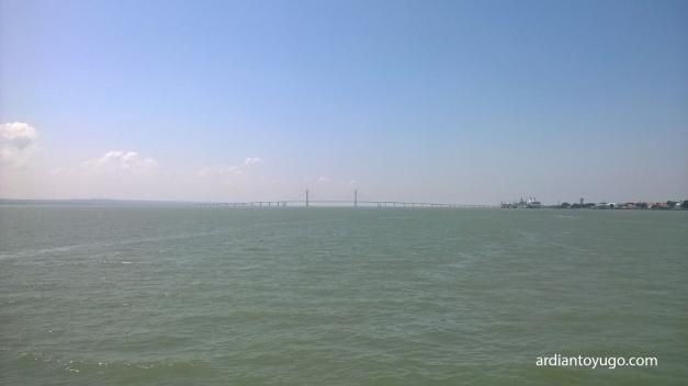 Jembatan Suramadu dari kejauhan... :cool: