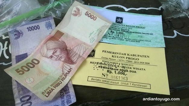 Uang kembalian dan barang bukti karcis...
