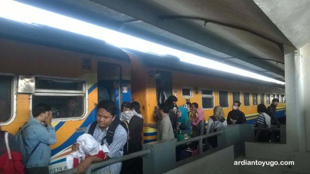 Kereta Surabaya-Malang