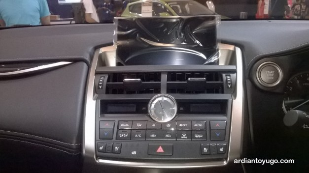 Lexus NX 200t (1)