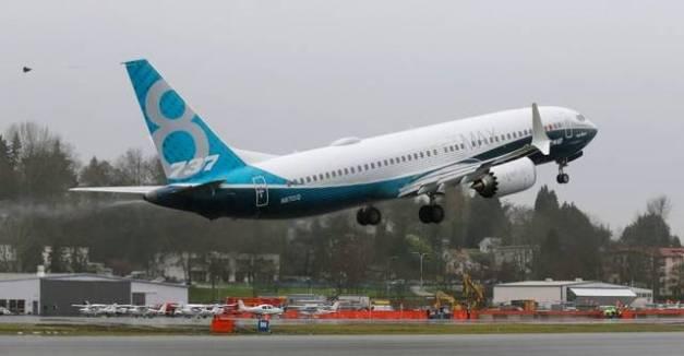 Foto Boeing 737 Max 8 saat terbang perdana...