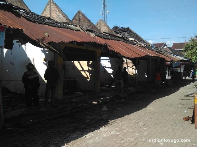 Kebakaran di Pasar Bendungan Wates (1)