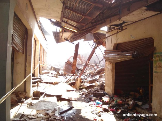Kebakaran di Pasar Bendungan Wates (2)