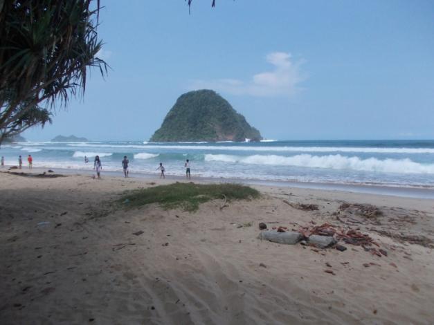 Pantai Pulau Merah (5)